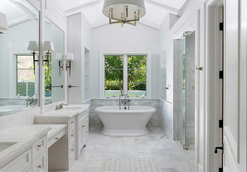 kylie-jenner12-bathroom