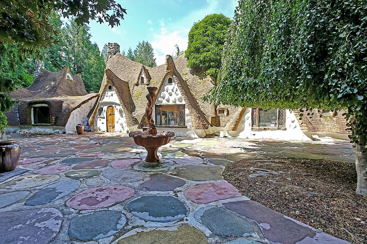 House Of The Week Snow White S Cottage In The Woods