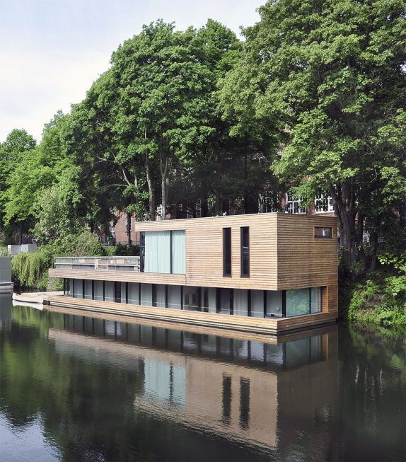 10 Modern Floating Homes That Offer an Aquatic Lifestyle