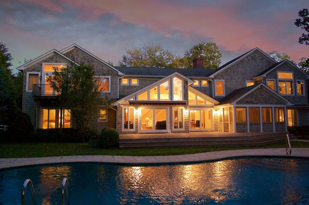10 homes to fuel your island getaway daydreams for Shelter island homes for sale