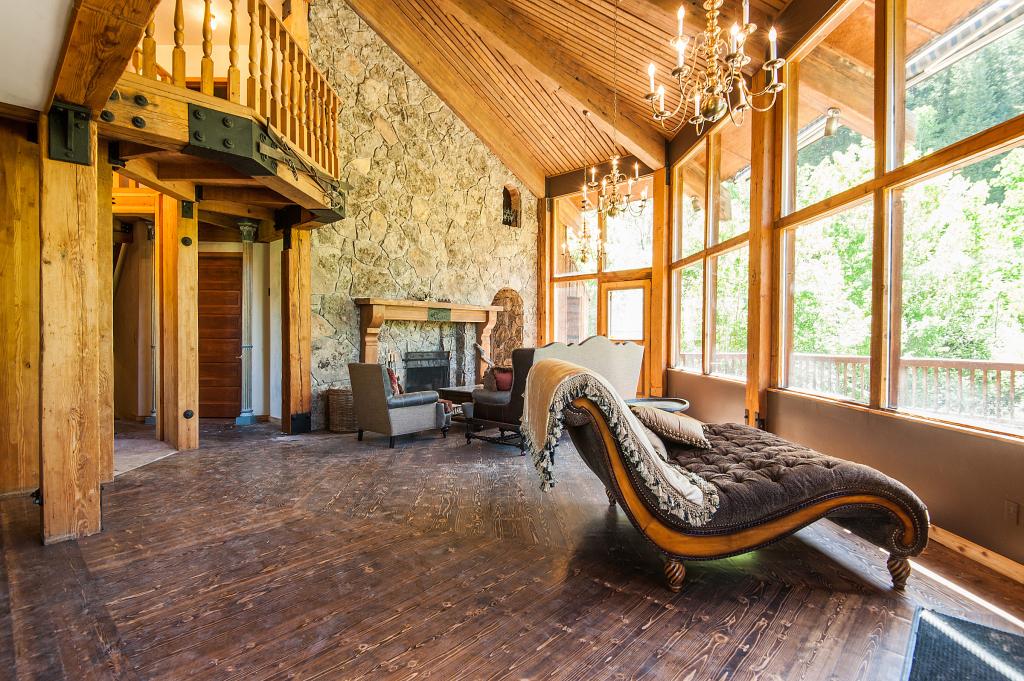 House of the week storybook ski castle in sundance - Chalet en bois interieur ...