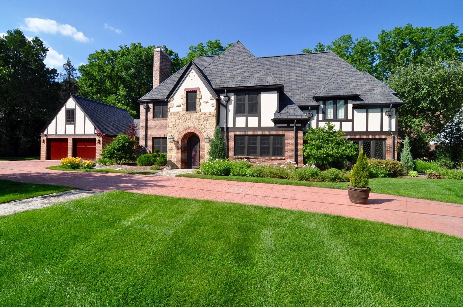 Home architecture 101 tudor for Tudor style homes for sale
