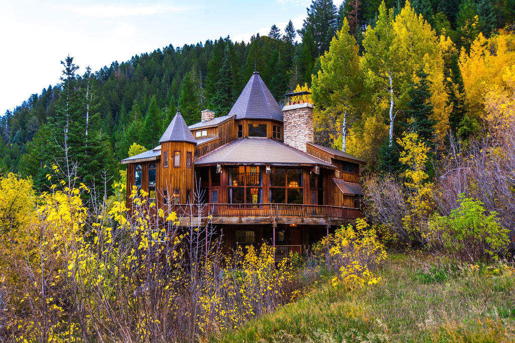 House of the week storybook ski castle in sundance for Sundance house