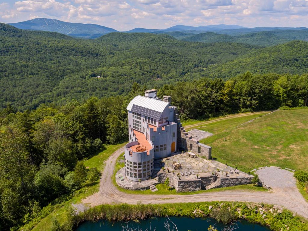 Vermont Zillow House Of The Week A Glimmering Castle In Vermont Zillow