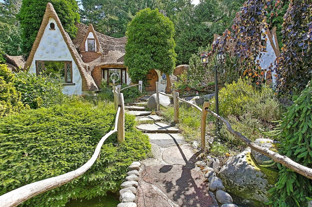 House Of The Week Snow Whites Cottage In Woods