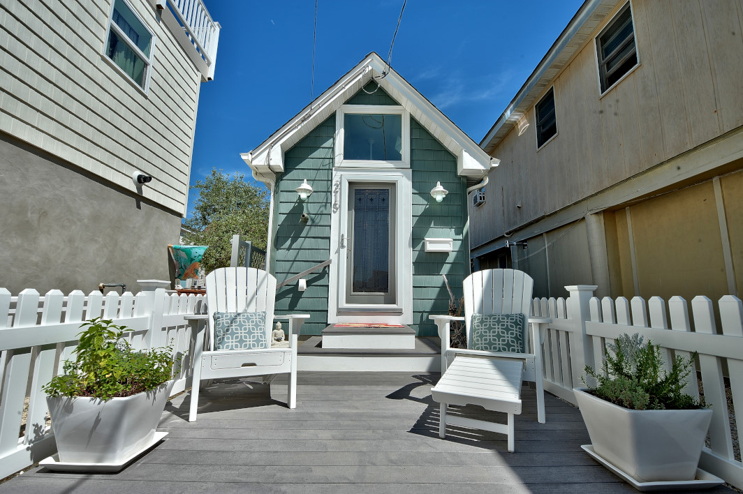 House of the week a 400 square foot sanctuary by the beach for Tiny house zillow
