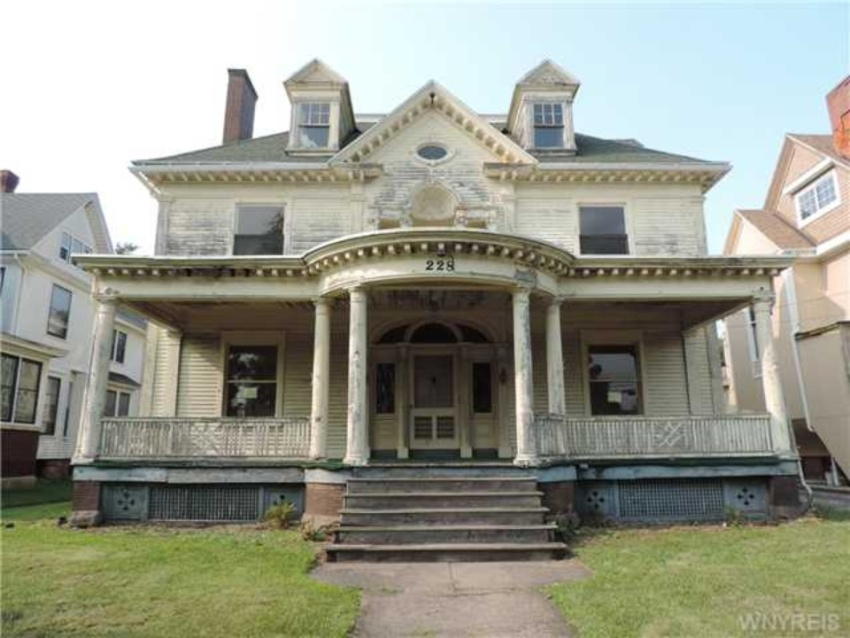 Cheap Mansions For Sale In Usa Fascinating Crumbling Mansions For Under $100000 Inspiration Design