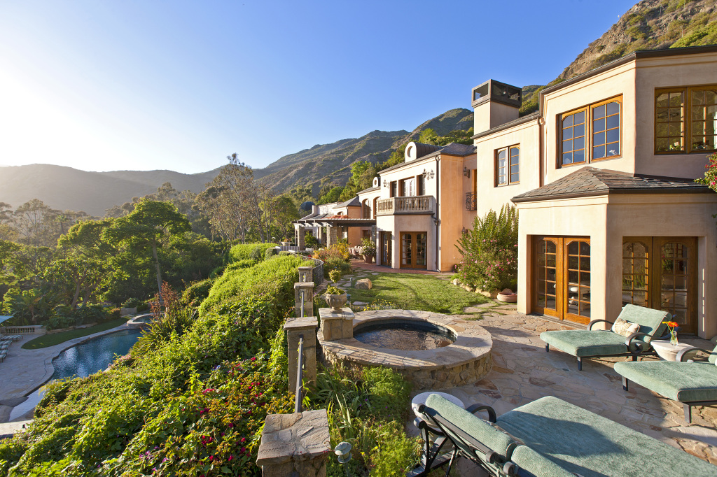 1 million price cut on camille grammer 39 s malibu home for Buy house in malibu
