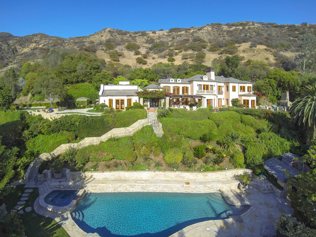 1 Million Price Cut On Camille Grammer S Malibu Home