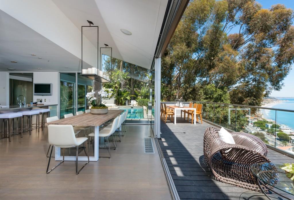 39 friends 39 star matthew perry lists malibu modern for Buy house in malibu