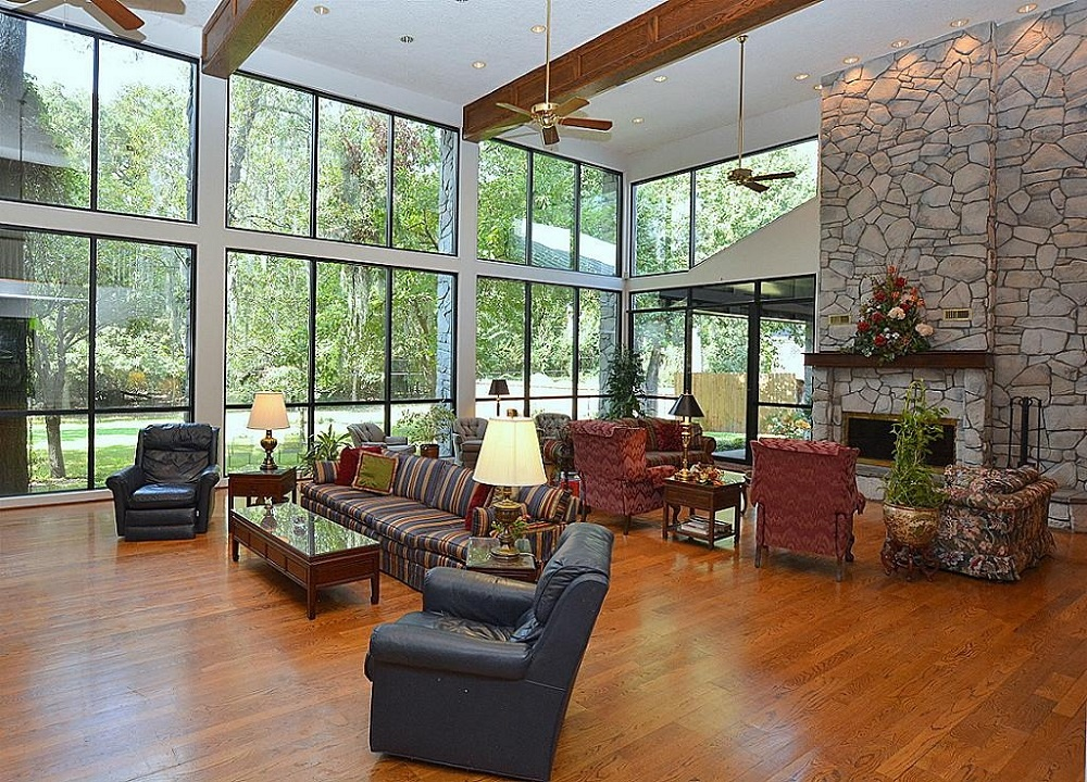 People who live in these 10 glass houses should throw for Single floor homes for sale
