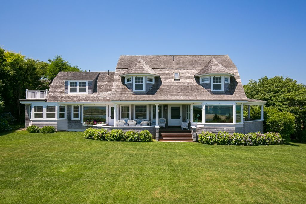 10 homes to fuel your island getaway daydreams for Homes for sale on nantucket island