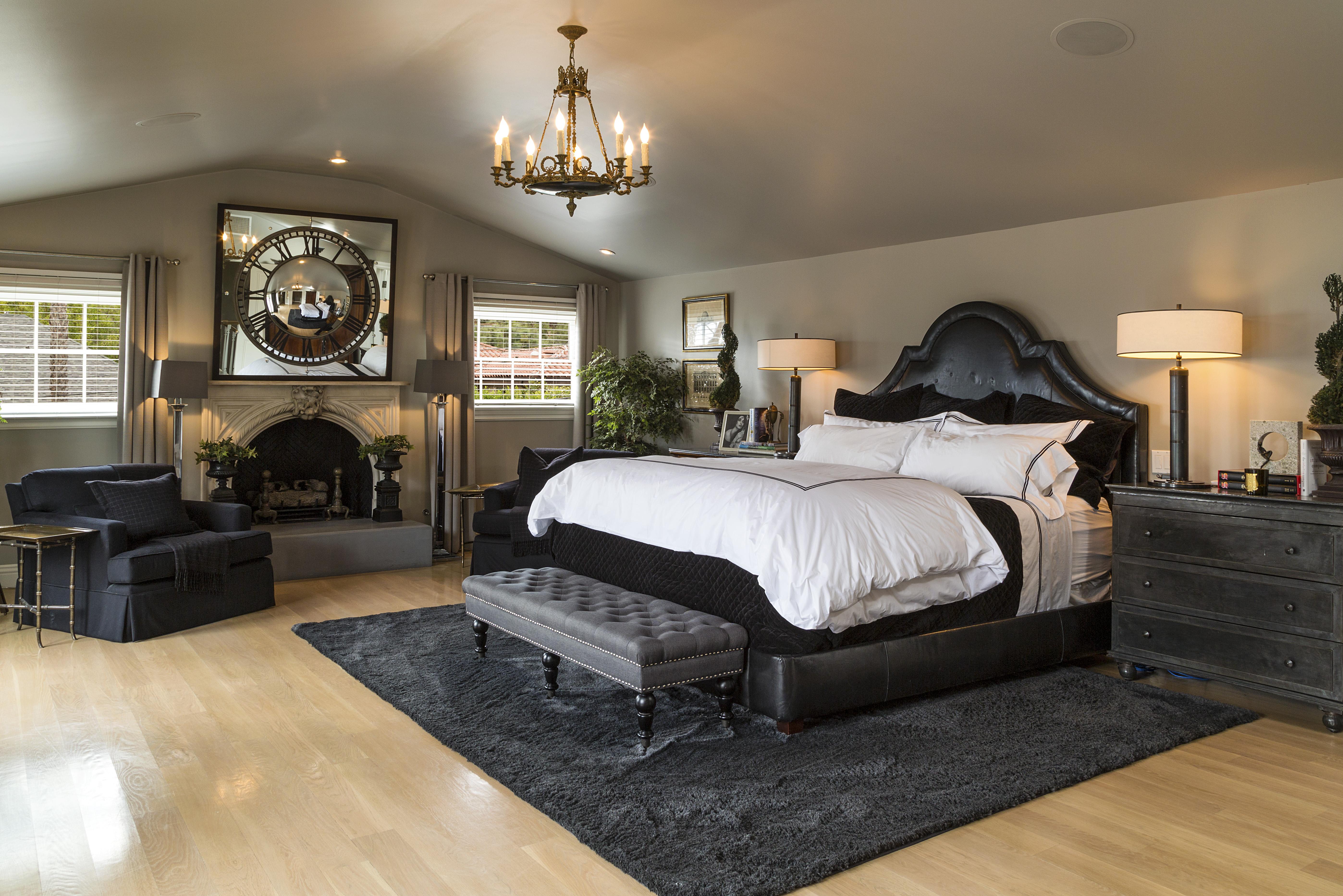 update jeremy renner sells restored hollywood classic. Black Bedroom Furniture Sets. Home Design Ideas
