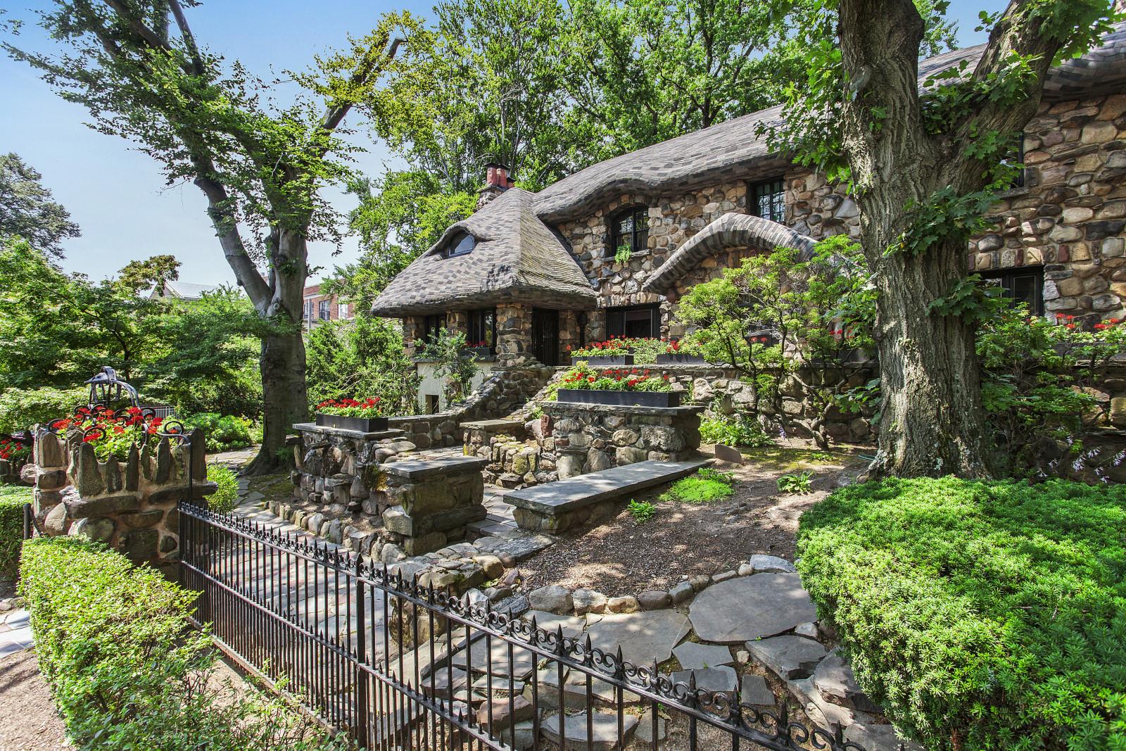 10 Whimsical Fairy Tale Homes