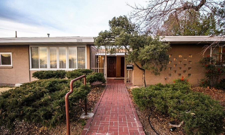10 mid century modern listings just in time for 39 mad men 39 for Home design ideas zillow