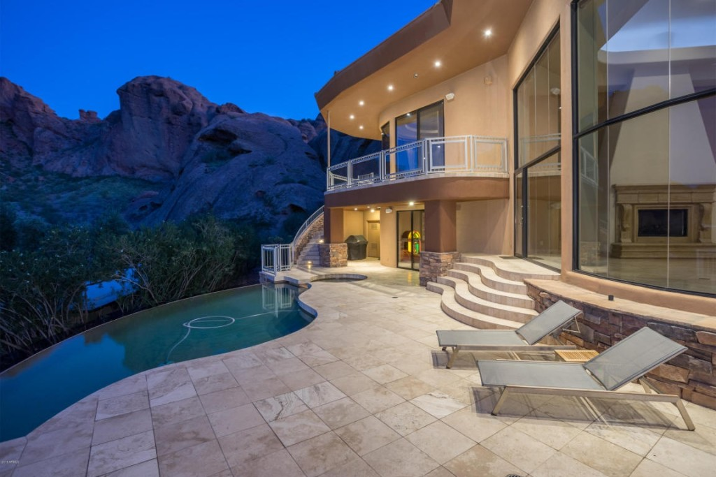 Alicia Keys Lists Glass Mansion On A Phoenix Mountain