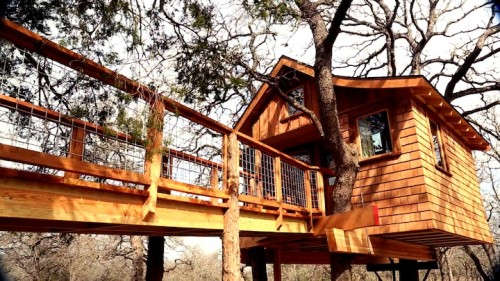 this austin tx treehouse designed by nelsons team has a spa inside