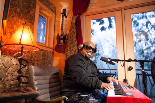 ceelo green stopped by the record high recording studio built by nelson treehouse supply