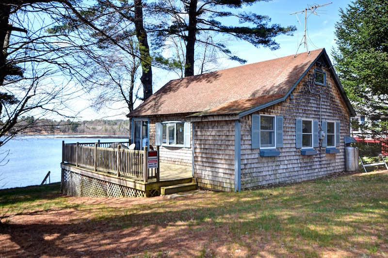 Teensy waterfront homes for sale for Small house builders near me