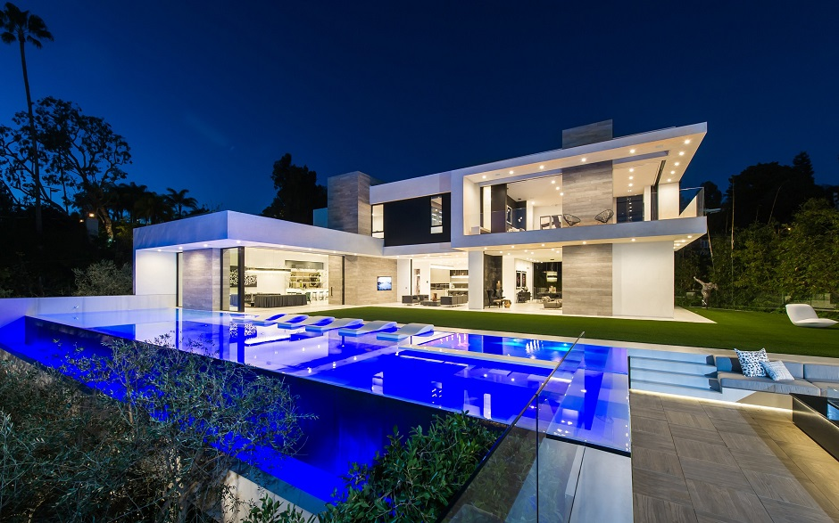 10 stunning modern mansions for sale in la for Modern house for sale near me