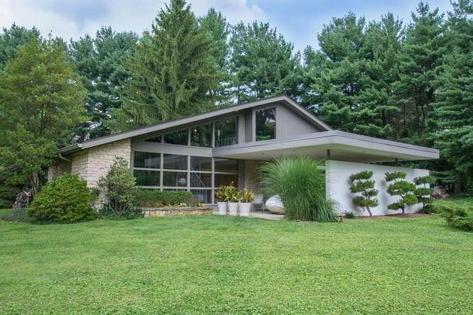 10 mid century modern listings just in time for 39 mad men 39 for Modern homes for sale chicago