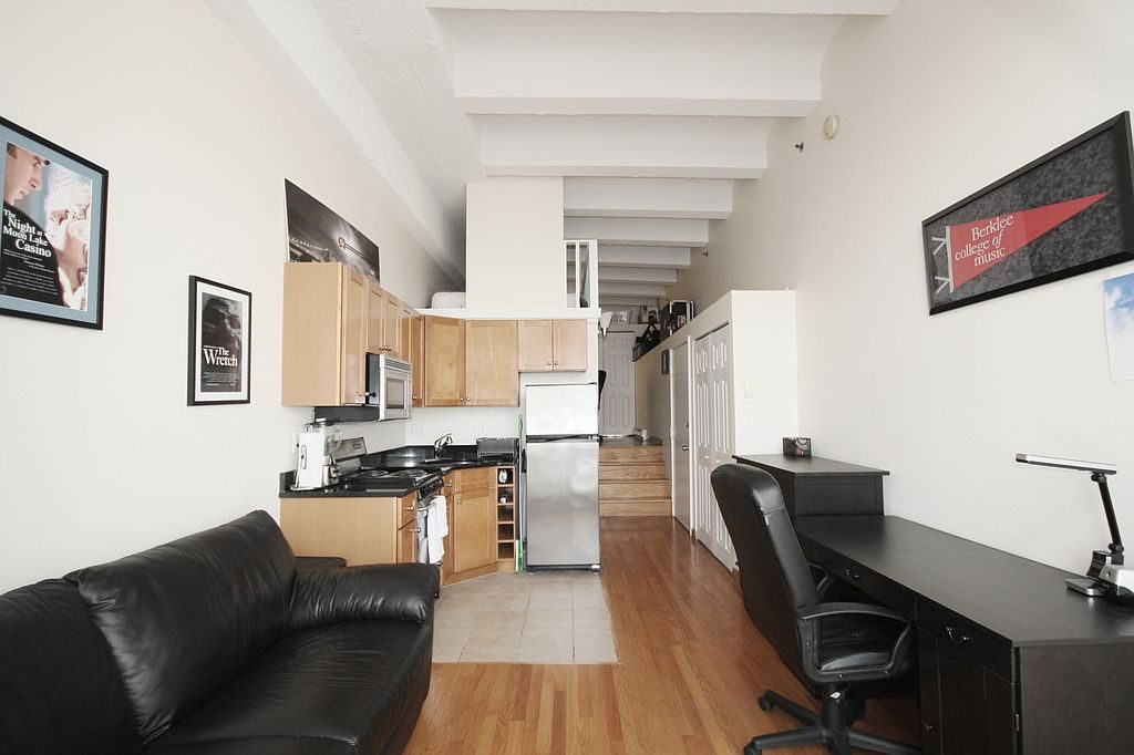and here s a 1 350 a month 1 bedroom apartment in atlanta that s