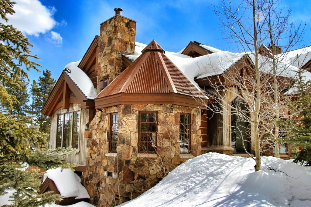9 winter wonderland homes to get you in the holiday spirit for Cabins for sale near breckenridge co