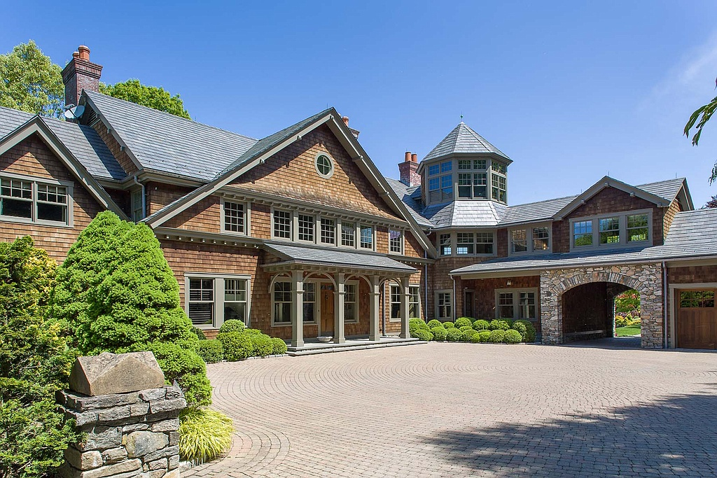 Bruce Willis Is Living Free With 2 Bedford Ny Properties