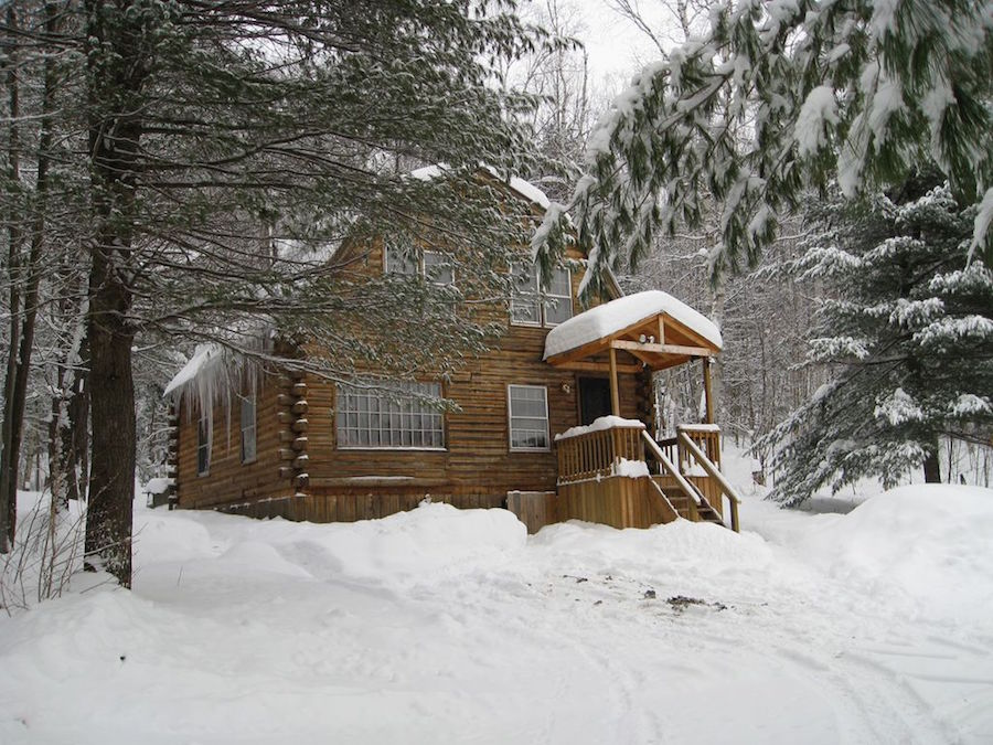 This Classic Cabin In The Middle Of Snowy Vermont Is Great For A Quick Romantic Weekend Or Spending Weeks Finally Busting Out That Novel Youve
