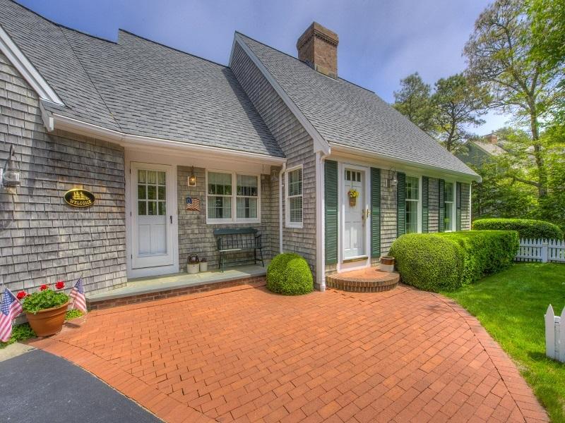 Home architecture 101 cape cod for Cape cod additions