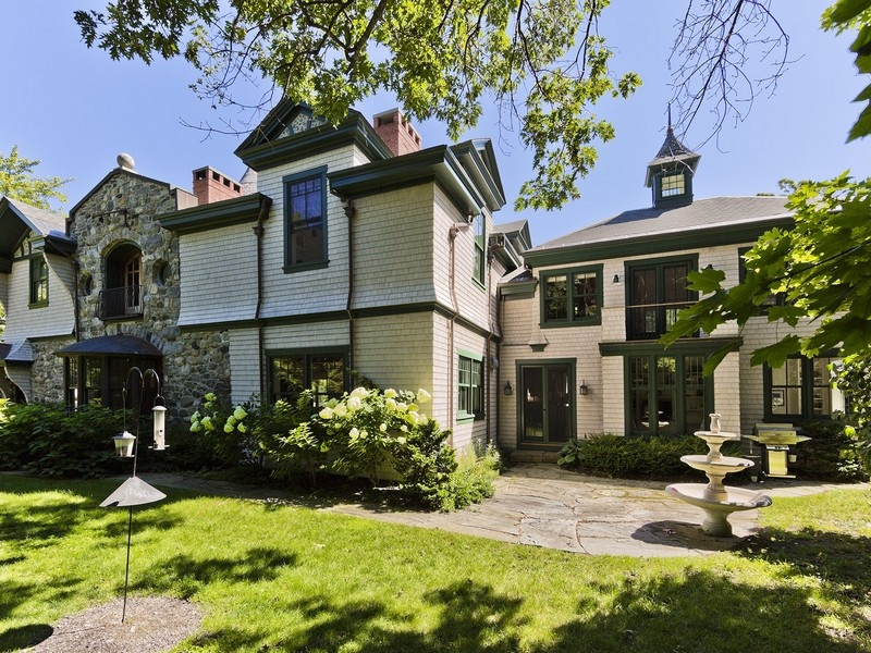 House Of The Week A Carriage House Built For A Castle In