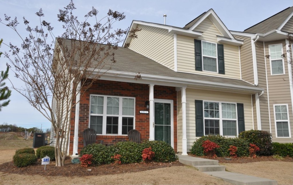 Built In 2008, This 3 Bedroom, 2.5 Bathroom Town House Is Conveniently  Located Near Downtown Charlotte, While Offering The Benefits Of A Quiet  Neighborhood.