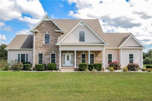 Goes For Just Over 360 000 But Is More Than Twice As High The Clarksville Median Home Value Of 127 800 A Newer Construction Built In