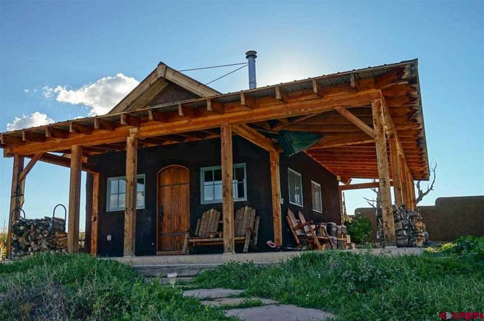 Rustic tiny homes for a wintertime retreat for Tiny house zillow