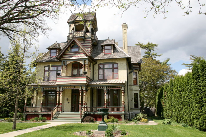 7 Real Life Haunted Houses For Sale