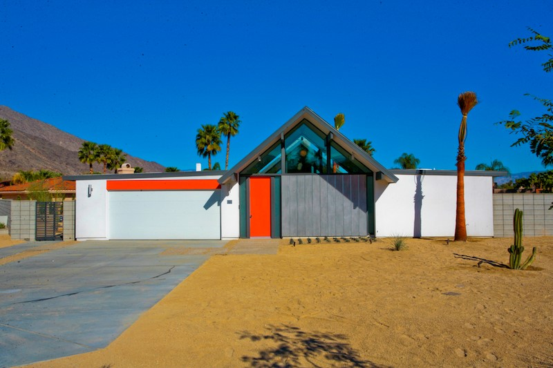 Mid century modern mania in the california desert for Tract home builders