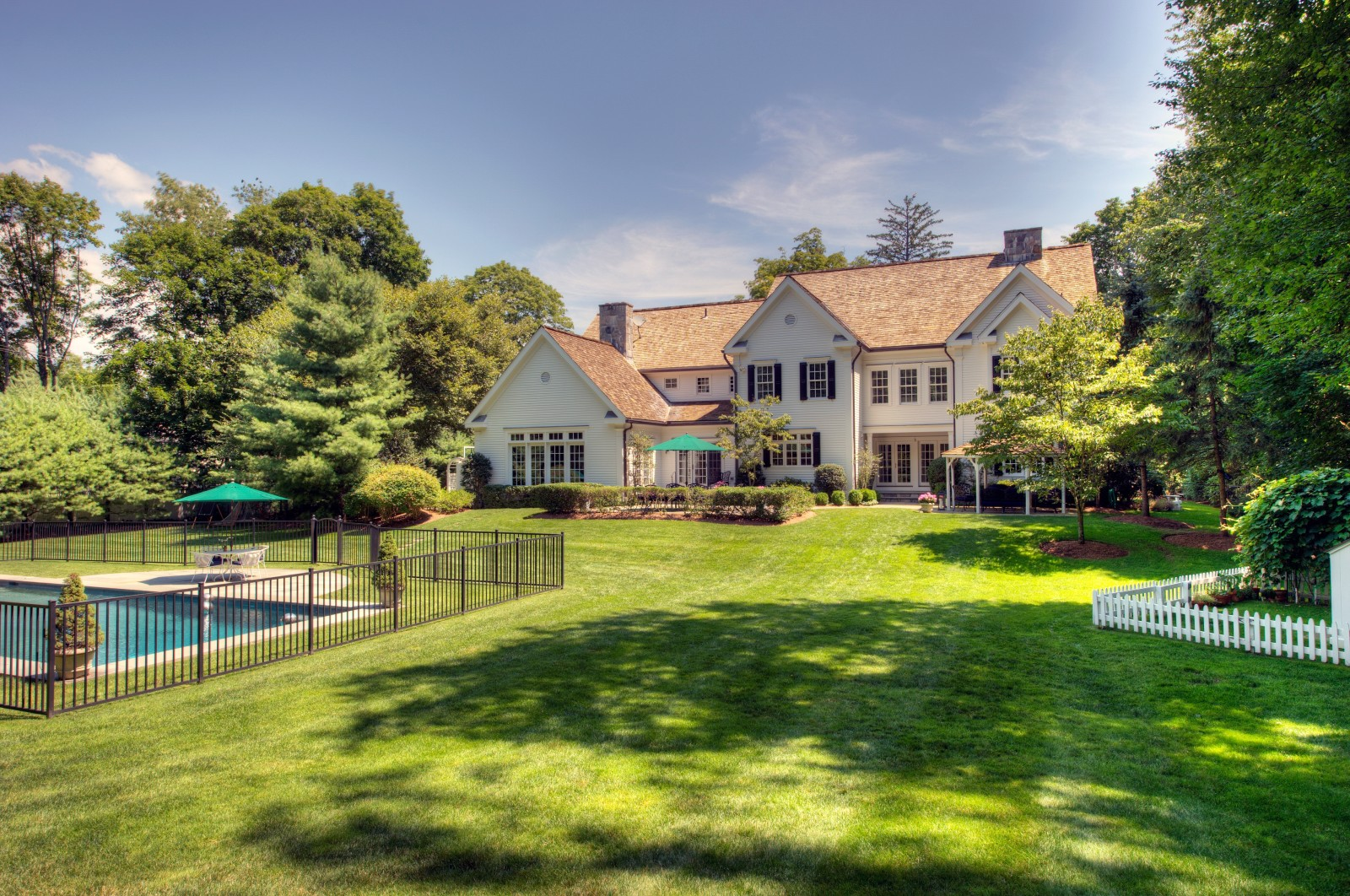 elisabeth hasselbeck lists colonial with pool view