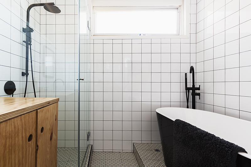 10 ways to make a small bathroom look bigger - How to make a small bathroom look larger ...