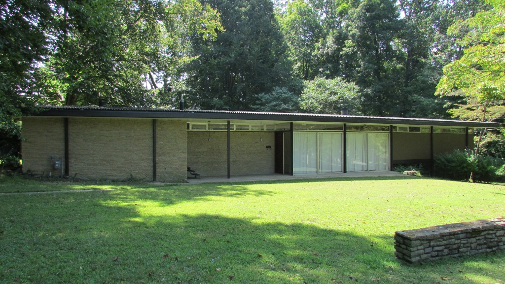 10 mid century modern listings just in time for 39 mad men 39 for Building a mid century modern home
