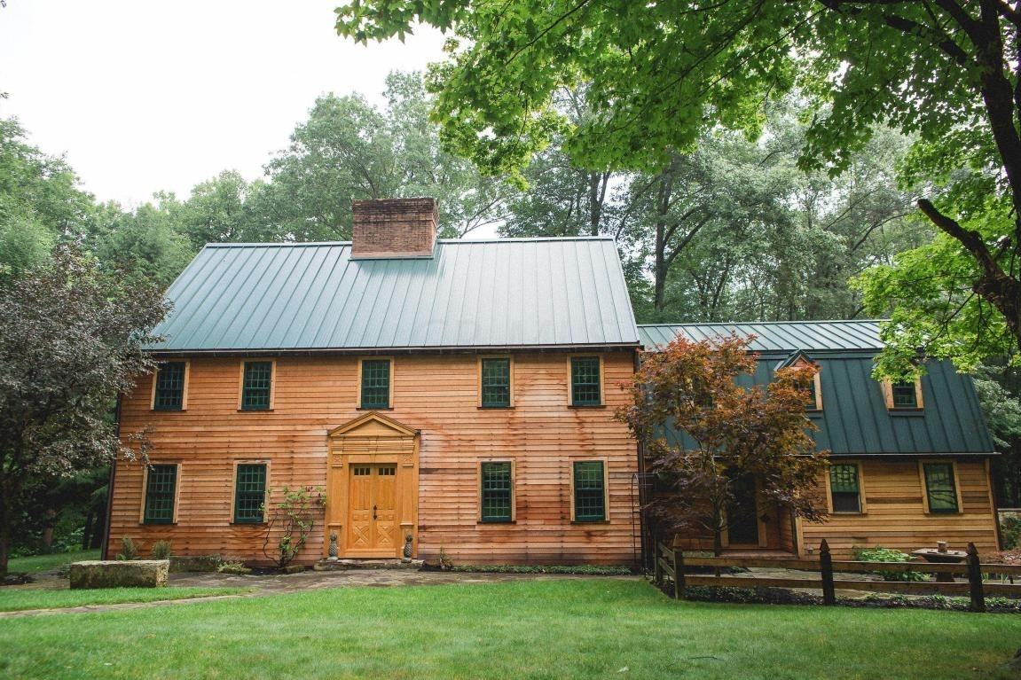 10 homes that 39 ll make you wish you lived down on the farm for Pictures of small farm houses