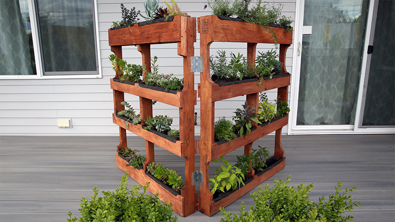 Do It Yourself Home Design: How To Build Your Own Vertical Garden With Shipping Pallets