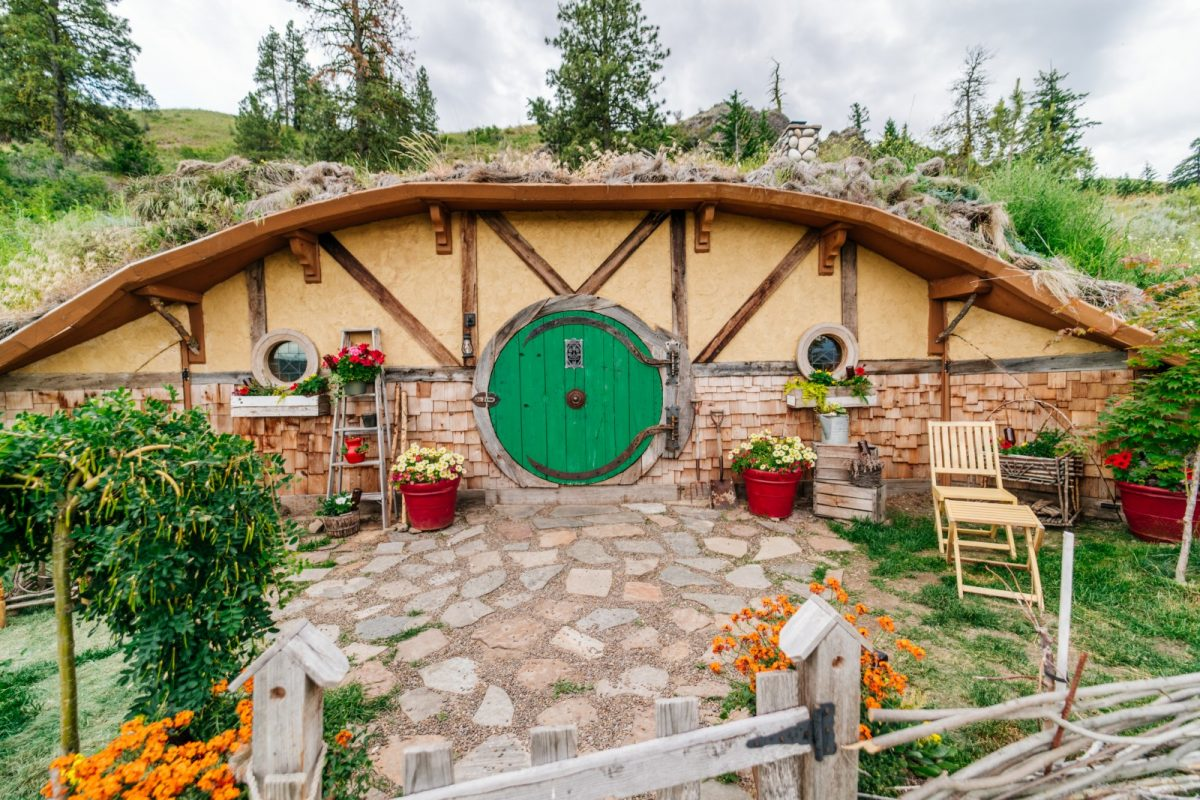 This Hobbit House Will Have You Dreaming of MiddleEarth – Hobbit Style House Plans