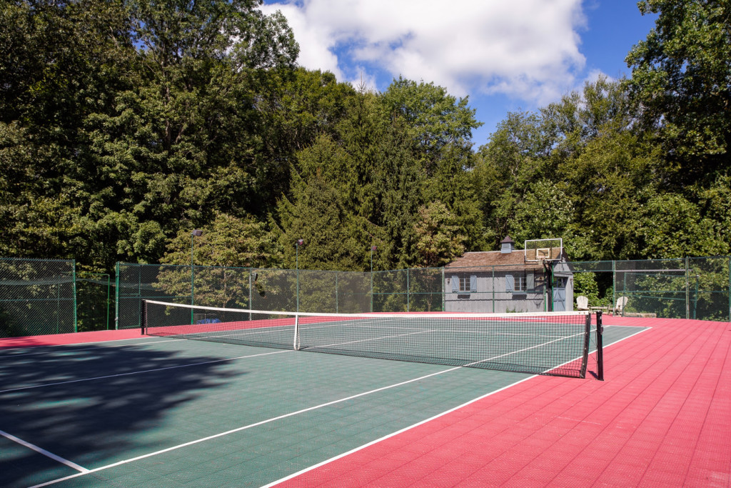 House Of Week New England Estate With 500 000 Hockey Rink