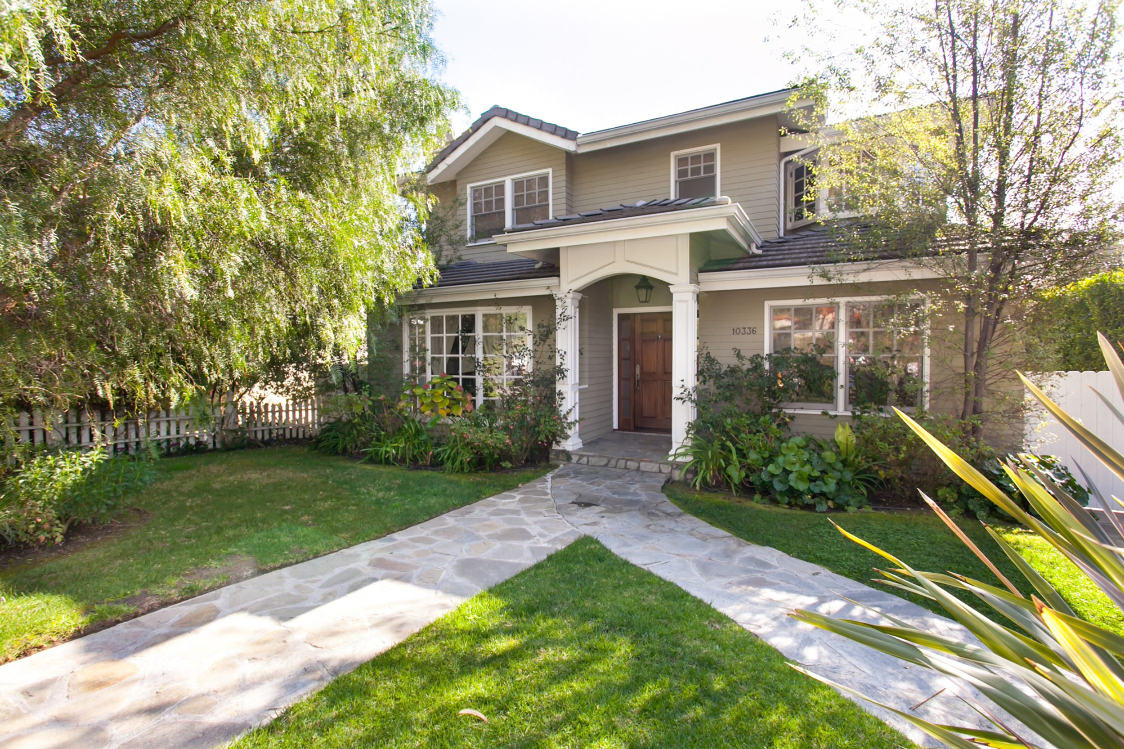 Modern Family' Home Seeks New Family - Zillow Porchlight - ^