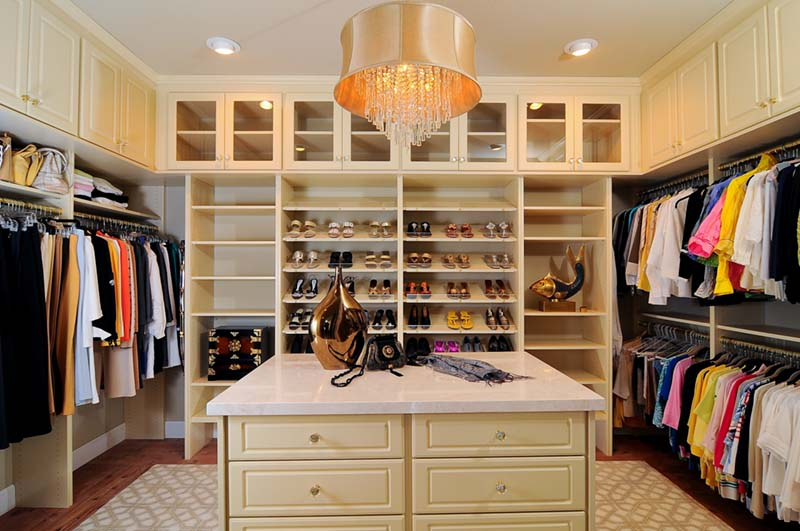 The 5 Must Haves Of A Luxury Closet