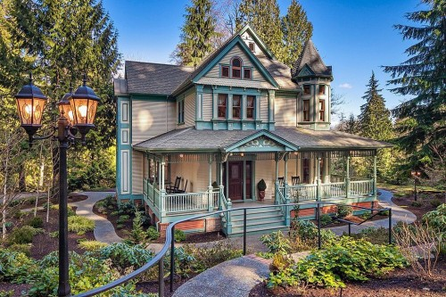 Like gingerbread houses a victorian may be the home for you for Pnw home builders