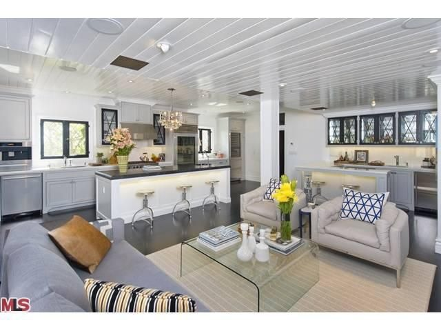 39 flipping out 39 designer jeff lewis lists los feliz home for Jeff lewis living room designs