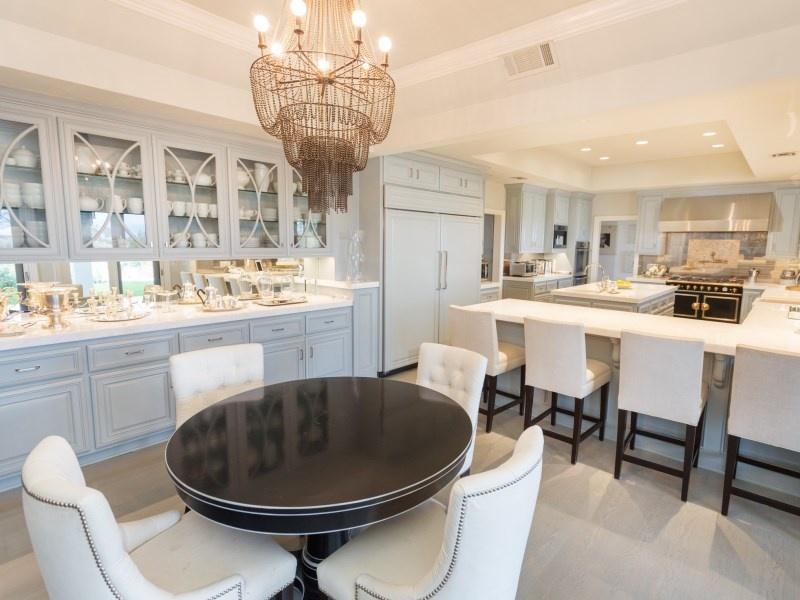 Jennifer Lopez Lists Estate In Kardashian Neighborhood