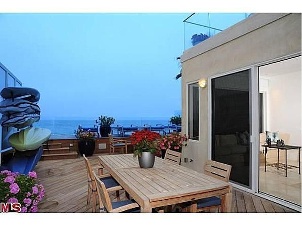 Jim Carrey Sells Malibu Home for $13.4 Million - Zillow Porchlight