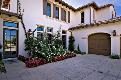 Let 39 S Get This Straight Khloe Kardashian Buys Justin Bieber 39 S House To Be Near Kourtney And Kris